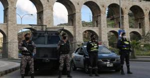 مخالفة 57 مواطنا لعدم الالتزام بأوامر الدفاع في عمان