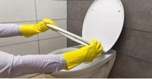 4 طرق للتخلص من الترسبات الكلسية في المرحاض