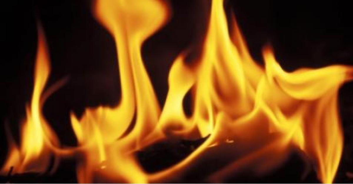 ثلاثيني يقدم على حرق نفسه