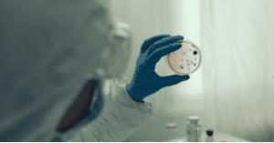 اكتشاف طفرة نيجيرية مقاومة للقاحات كورونا في إيطاليا