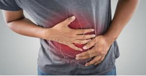 أطعمة ينصح الأطباء بتجنبها عند الشعور بألم في المعدة