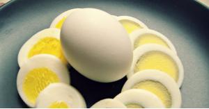 هل المادة الزرقاء التي تظهر عند سلق البيض كثيراً ضارة