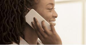 احذري هاتفك الخليوي.. له علاقة بظهور عيوب البشرة