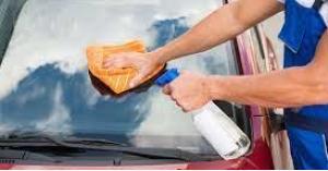 طرق بسيطة لتلميع زجاج السيارة.. بالمياه الغازية!