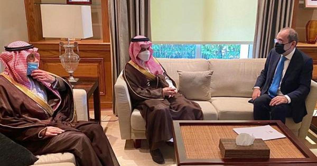 الصفدي يتسلم رسالة إلى الملك من خادم الحرمين الشريفين نقلها وزير الخارجية السعودي