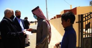 العيسوي يُسلّم 27 مسكناً لأُسر عفيفة ويفتتح مشاريع مبادرات ملكيّة في معان