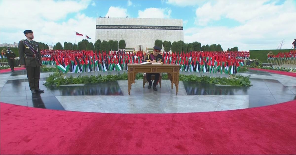 الملك ينعم على جميع شهداء الأردن بوسام مئوية الدولة الأردنية