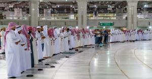 السعودية تسمح بإقامة صلاة التراويح في الحرمين