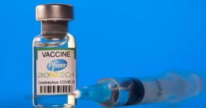 جرعة ثالثة محتملة للحاصلين على لقاح فايزر.. وخبير يحدد الموعد