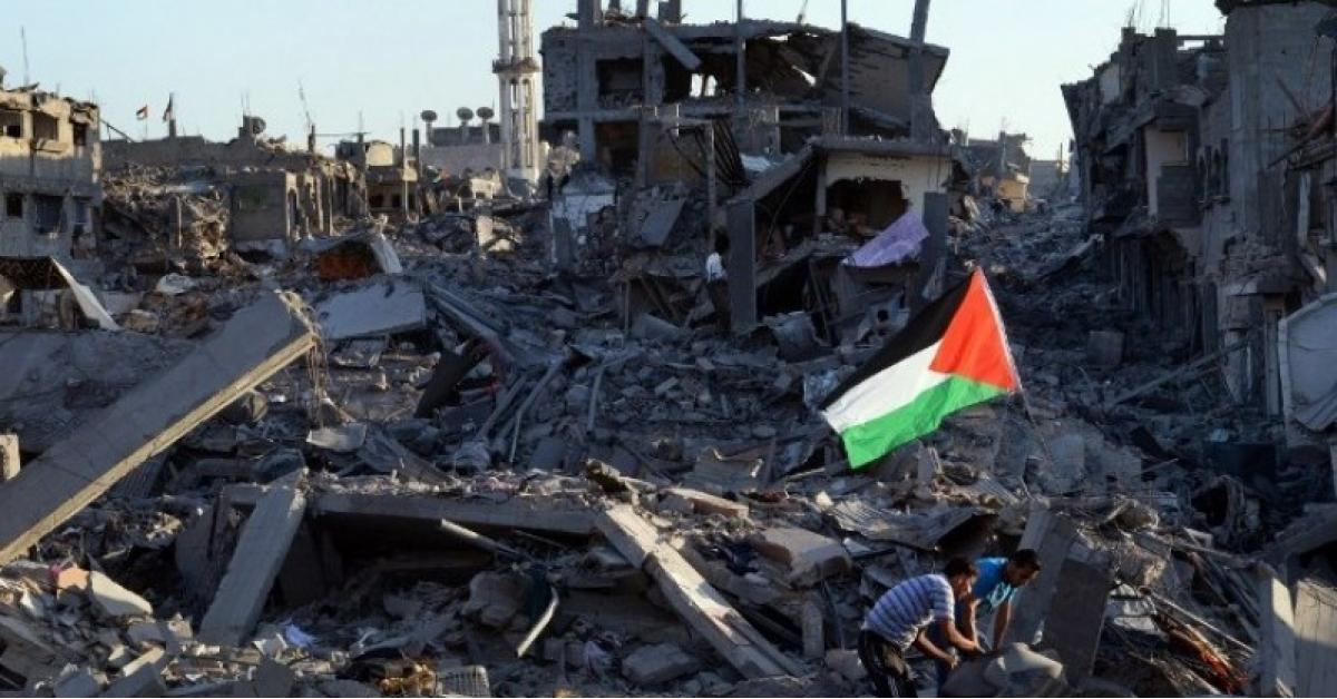 انتشال 9 شهداء بينهم طفلة من تحت الأنقاض بغزة