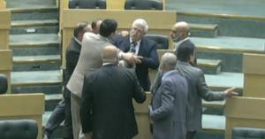 الطراونة يحدث جلبة تحت القبة .. والعودات: سأصوت على اخراج مخالفي النظام