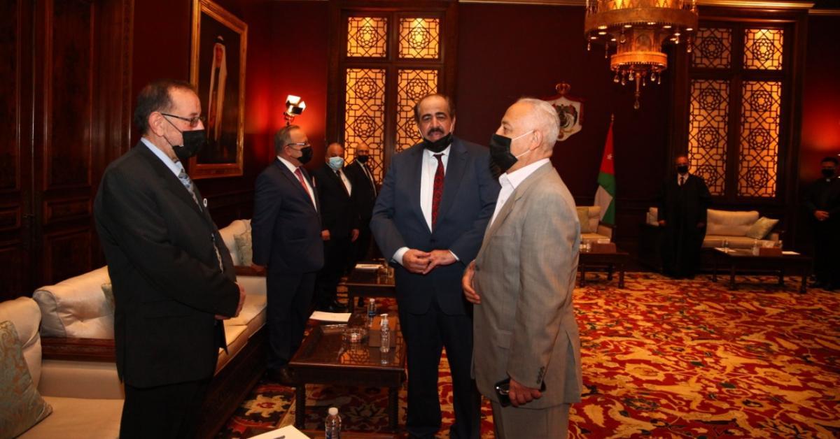 العيسوي يتلقى أعضاء الصالون السياسي للمئوية... صور