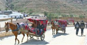 مركبات كهربائية بديلة عن عربات الخيول في البترا