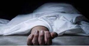 العثور على جثة سيدة متحللة وطفلتها بجانبها على قيد الحياة