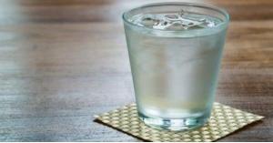 مع اشتداد الحر .. لا تشرب الماء المثلج لهذا السبب