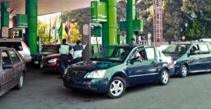 مواطنون يشكون نفاد بنزين سياراتهم بسرعة