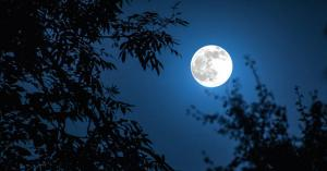قمر الحصادين يضيء سماء الأردن الليلة