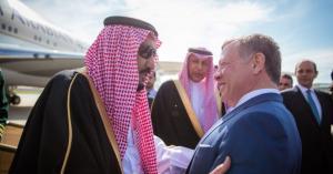 الملك يهنئ خادم الحرمين الشريفين باليوم الوطني