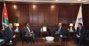 الحاج توفيق يدعو لتطوير علاقات الاردن الاقتصادية مع الجزائر