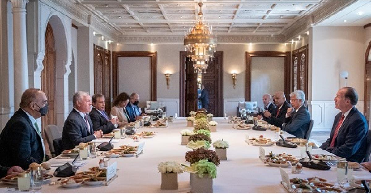 الملك يستقبل رئيس مجموعة البنك الدولي
