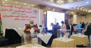 الصحفيون يبدأون التصويت لاختيار مجلس نقابتهم الجديد
