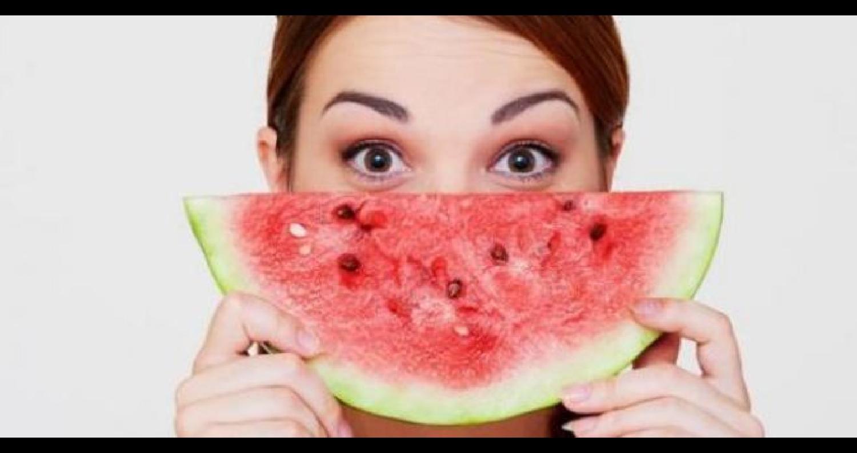 ثمرة البطيخ هي الثمرة الأساسية التي تتوج مائدة كل منزل في فصل الصيف خاصةً
