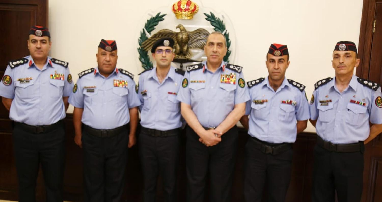اللواء الحمود يكرم مرتبات من الأمن العام لحسهم الأمني