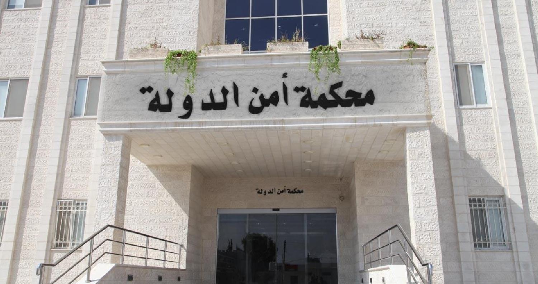 السجن لمتهمين حاولوا القاء قنابل على رجال أمن
