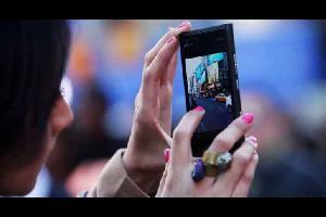 الهواتف الذكية لا تتجسس على المستخدمين بواسطة الميكروفون فقط، وإنما هناك عدد من التطبيقات تتجسس على شاشاتها.