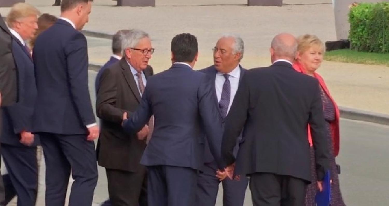 رئيس المفوضية الأوروبية يترنح خلال قمة دول الناتو