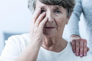 كيف يبدأ مرض ألزهايمر