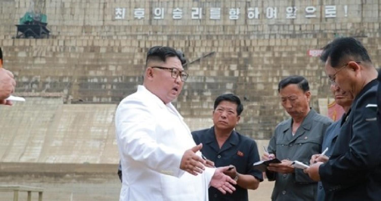 الزعيم الكوري الشمالي ينتقد المسؤوليين الكوريين