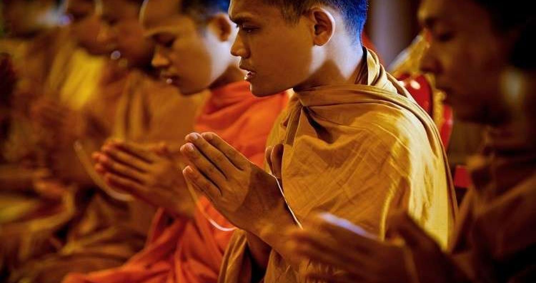 ألقت الشرطة التايلاندية القبض على راهب بوذي سابق متهم بقتل فتاة بالغة من العمر 18 عاما، أثناء ممارسة طقوس لطرد الأرواح الشريرة من جسدها.