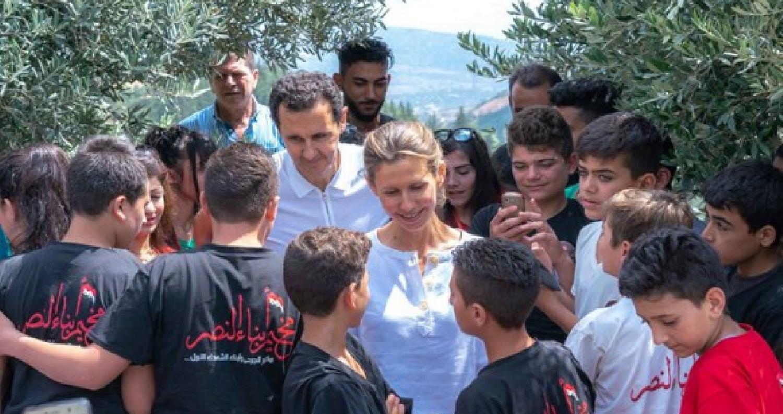 الأسد وزوجته يزوران أبناء الشهداء في حماة