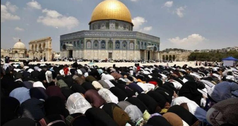 20 ألف مصل يؤدون صلاة الجمعة في المسجد الأقصى وسط انتشار اسرائيلي مكثف