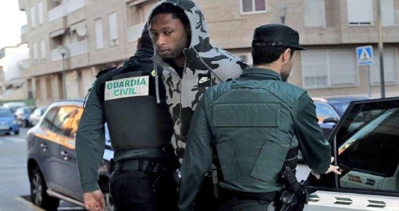 """أعلن نادي """"ويسكا"""" الإسباني عن ضمه للمدافع البرتغالي روبين سيميدو، الذي خرج مؤخراً من السجن، وذلك على سبيل الإعارة قادماً من نادي فياريال الذي يرتبط مع"""