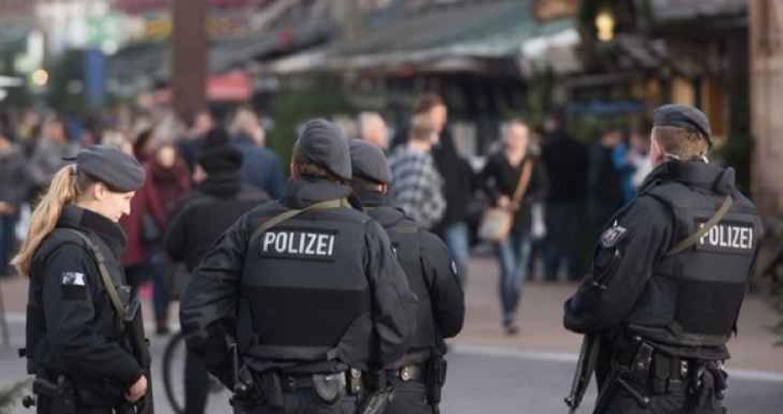 إصابة 14 شخصاً في هجوم بالسلاح الأبيض في مدينة لوبك الألمانية