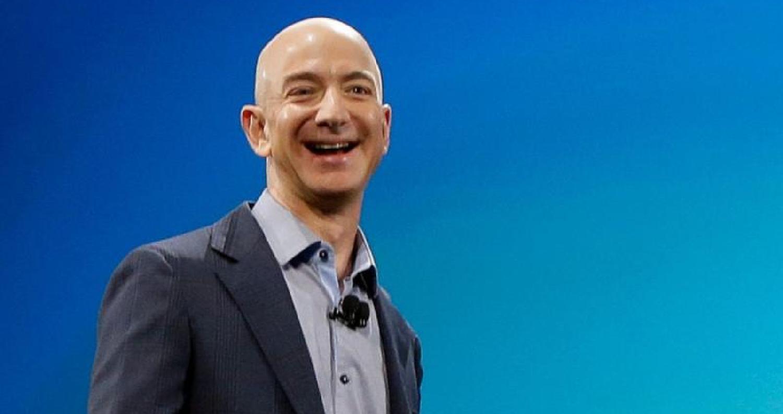 أعلنت مجلة فوربس الأميركية، في يوليو الجاري، أن ثروةجيف بيزوسمؤسس شركةأمازونتجاوزت الـ 150 مليار دولار، متربعا بذلك على عرشأغنياء العالم، حيث