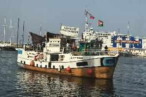 """يواصل أسطول الحرية رحلته في محطته الأخيرة تجاه شواطئ قطاع غزة، بعد انطلاق سفنه الصغيرة من موانئ ايطالية مختلفة، أبرزها سفينة """"عودة"""" أكبر قوارب كسر"""