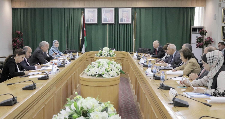 إلتقى عدد من رؤساء اللجان في مجلس الأعيان اليوم الأحد، المفوض العام للمركز الوطني لحقوق الإنسان الدكتور موسى بريزات