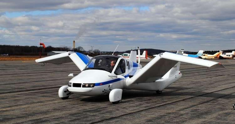 """أعلنت شركة """"Terrafugia"""" أنها ستبدأ ببيع سيارة """"Transition"""" الطائرة مطلع العام المقبل"""