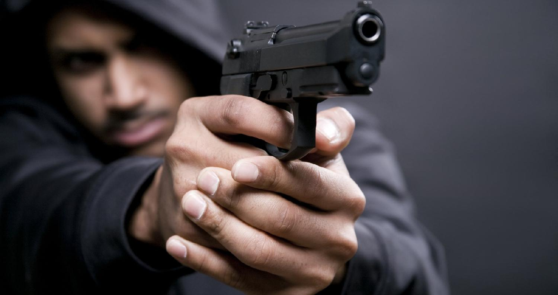 ألقت الأجهزة الأمنية في شرطة إربد القبض على مطلوب بعدة قضايا سرقة في محافظة إربد، وفق مصدر أمني.