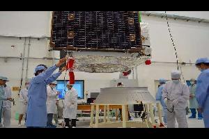 يعمل علماء صينيون على تصميم جهاز فضائي لدعم الأقمار الإصطناعية التي نفد وقودها، لإمكانية تمديد خدمتها